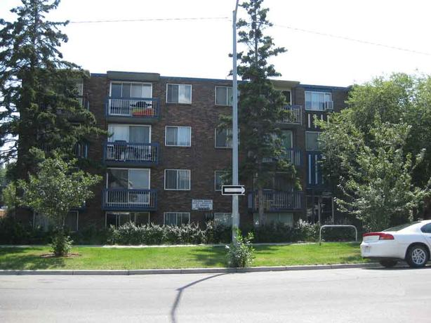 Lower Scarboro- bachelor apt- 10 minutes to downtown Calgary