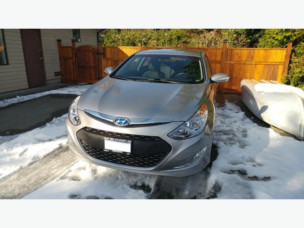 2013 Hyundai Sonata Hybrid - Amazing on gas, very low KMs