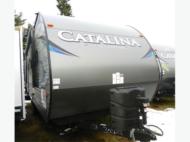 2018 Catalina 223RBS - Easy to Tow w U-Shaped Dinette & Large Bath!