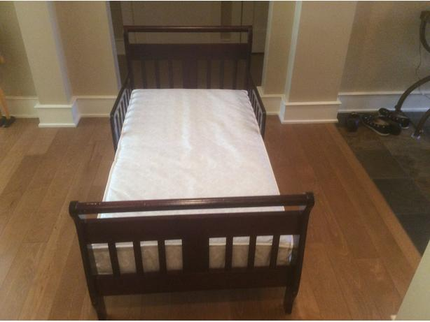 Toddler Bed with waterproof mattress