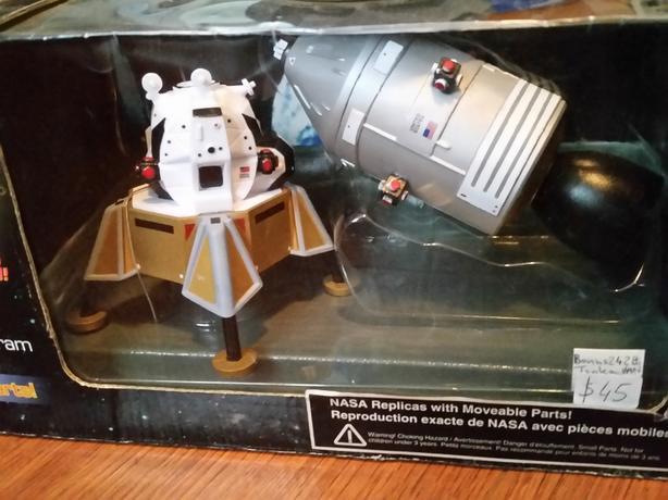 NASA Apollo 11 Command Module. Bonus Tonka NASA Van.