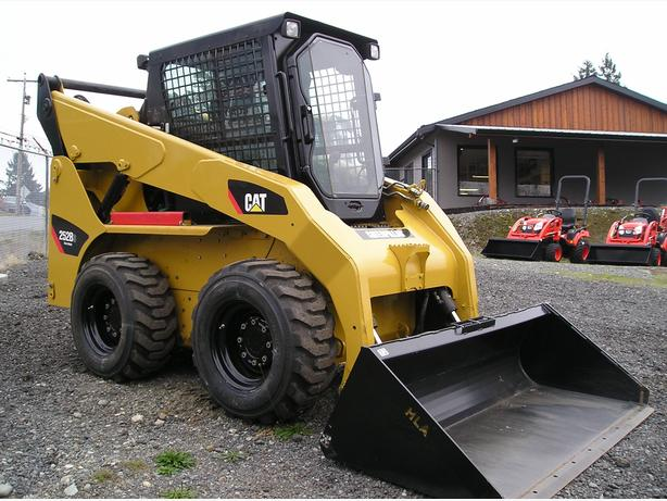 CAT 252B SKID STEER / BOBCAT