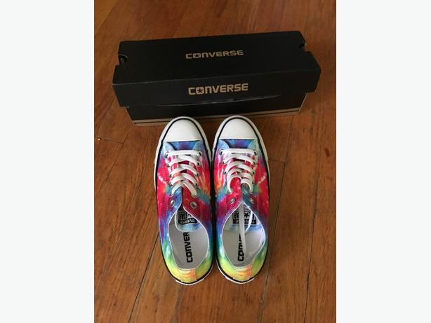 BRAND NEW Converse low rise runners 4 pair