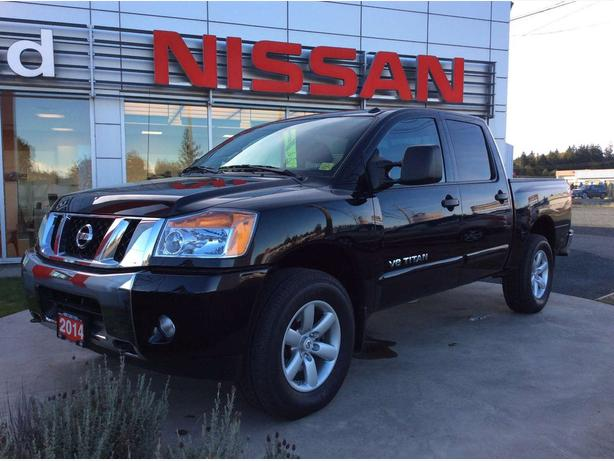 2014 Nissan Titan SV 4X4 Back-up camera. Bluetooth!