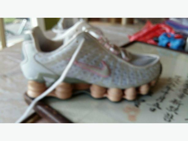 Womens NIKE Shocks Running Shoes