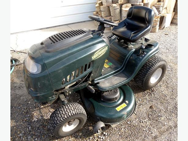YARDWORKS RIDING LAWNMOWER