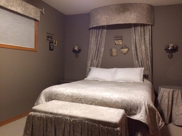 Unique Taupe Bedroom Linen Set