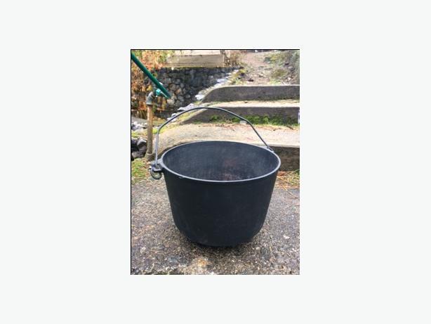 vintage three legged cast iron kettle