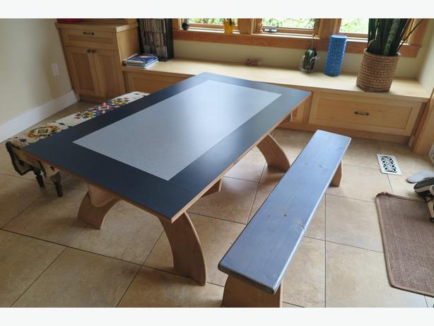 Kids play/craft table