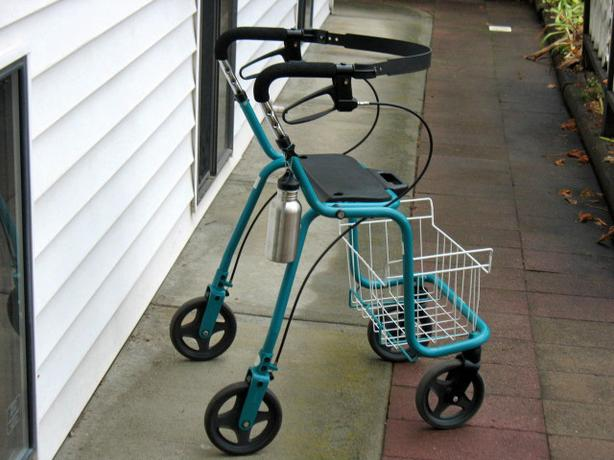 DOLOMITE OPAL 3000 ROLLATOR WALKER WITH BASKET