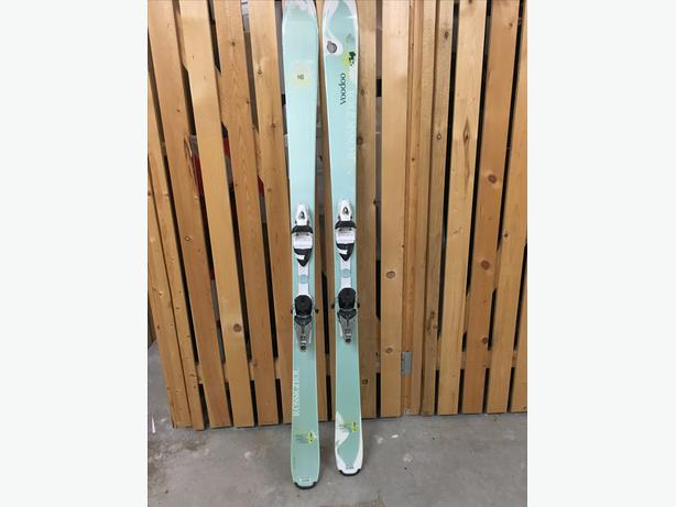 Ladies Rossignal Skis *NEVER USED*