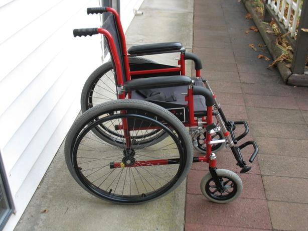 EVEREST & JENNINGS (PREMIER 2) CHILD OR YOUTH WHEELCHAIR