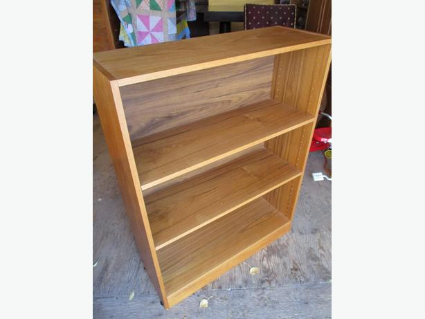 ESTATE MID CENTURY TEAK BOOKSHELF