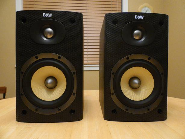 B&W DM600 S3 bookshelf speakers in Immaculate Condition
