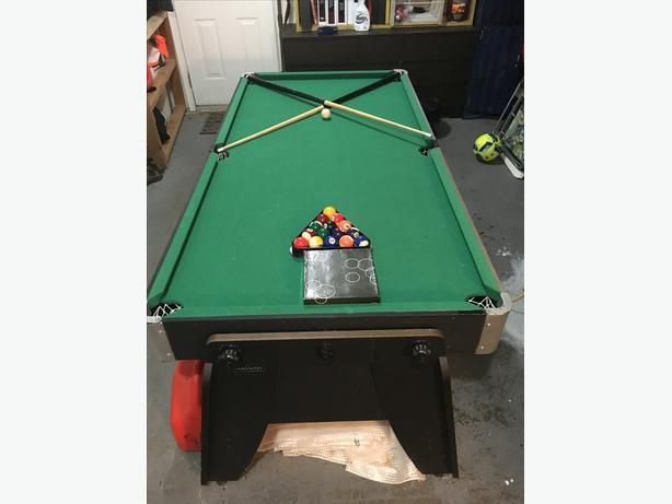 Air Hockey / Pool Table