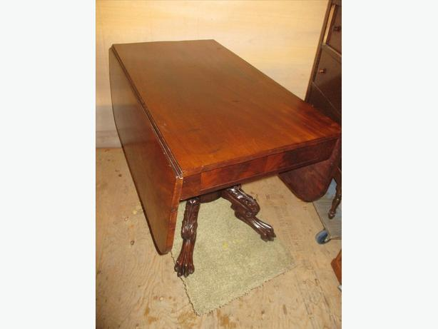 1870S WALNUT ANTIQUE DOUBLE DROP LEAF TABLE