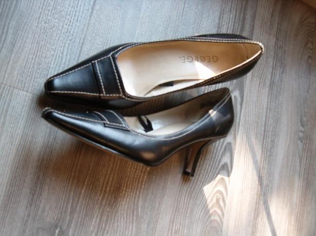 woman shoes size 7 by George