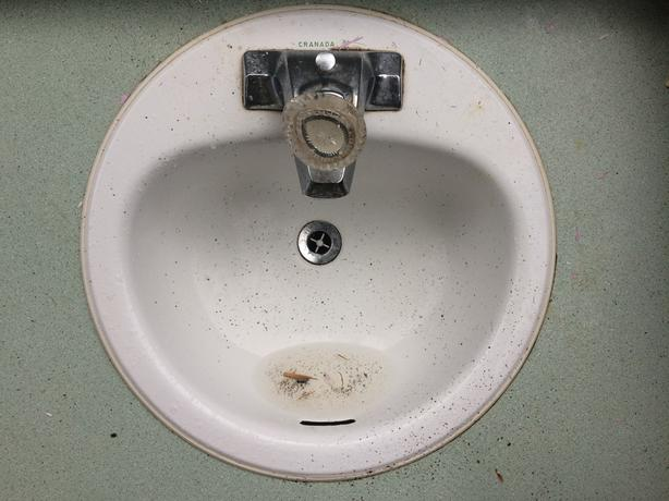 Round Sink and Faucet
