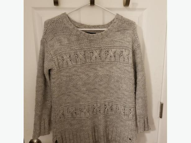AMERICAN EAGLE KNIT SWEATER SIZE XS