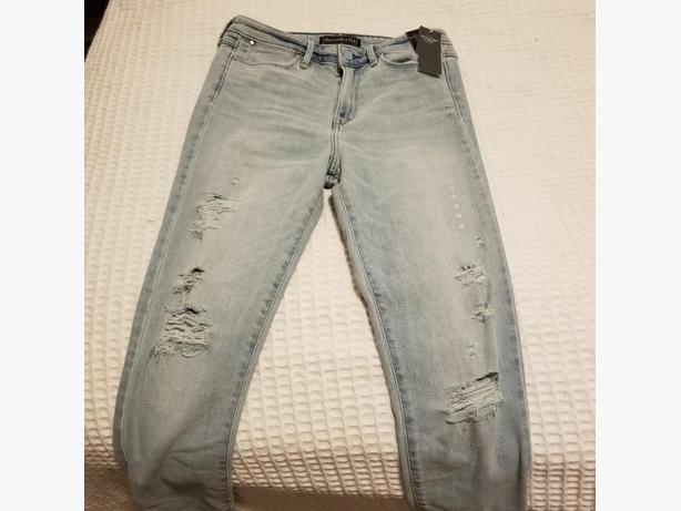 *NWT* ABERCROMBIE HIGH RISE SKINNY JEANS SIZE 0
