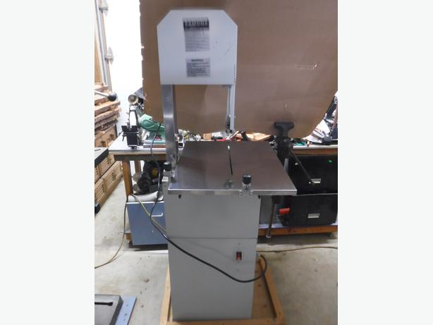 Meat cutting bandsaw