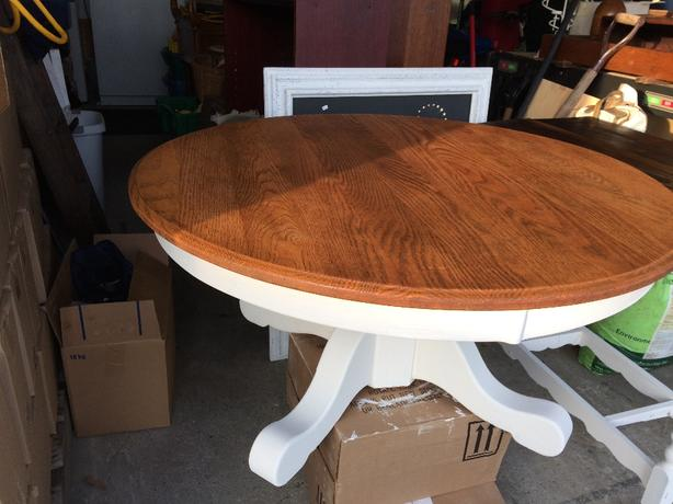 beautiful round coffee table