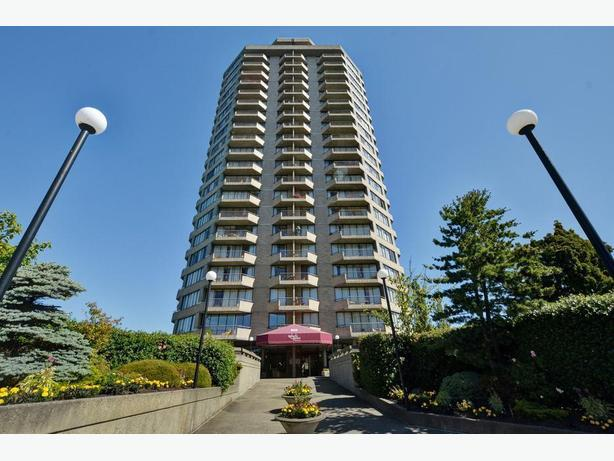 Updated 2 bedroom on the 19th floor in James Bay with fantastic views