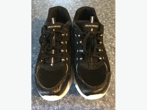 SKECHERS SNEAKERS Size 8 1/2 - 9
