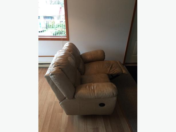 FREE: Recliner Love Seat