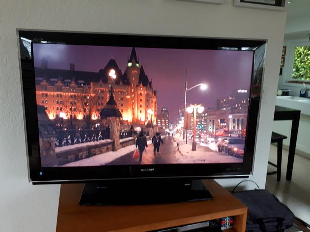 46 in TV  SHARP AQUOS LC-46D82U (120 hz)