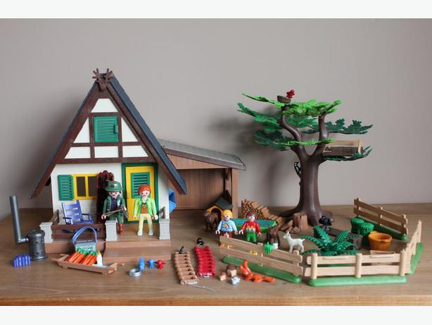 playmobil hunting cabin
