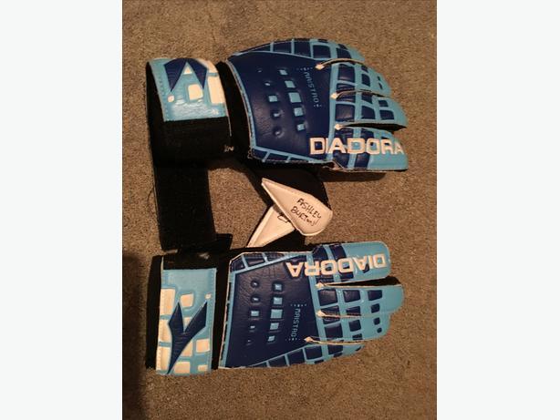 Diadora Youth soccer goalie gloves-Size 4