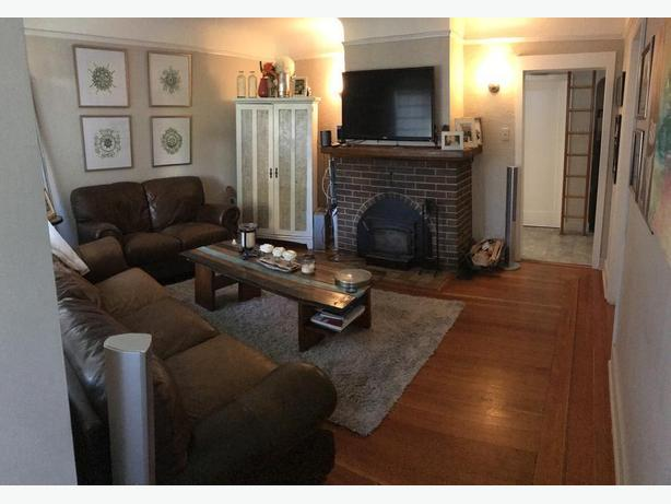 FULL HOUSE, 10MIN FROM DOWNTOWN, WOOD FIREPLACE, PETS OK