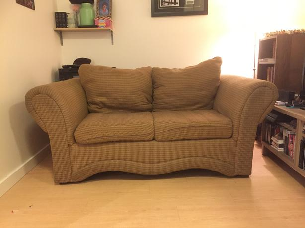 COMFY LOVESEAT FOR FREE
