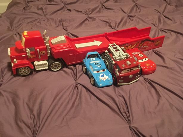 Lightning MacQueen Mac truck & cars