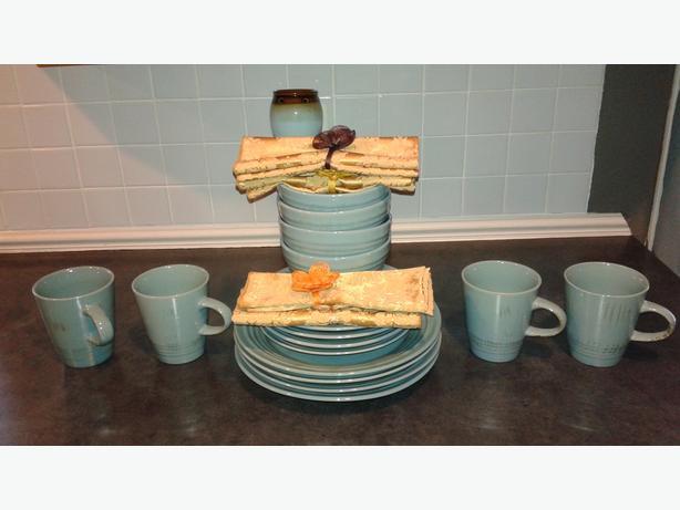 Set of Dinner Plates, Mugs and dessert plates