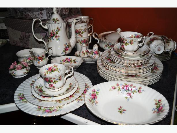 Royal Albert Moss rose Dinner set for 6
