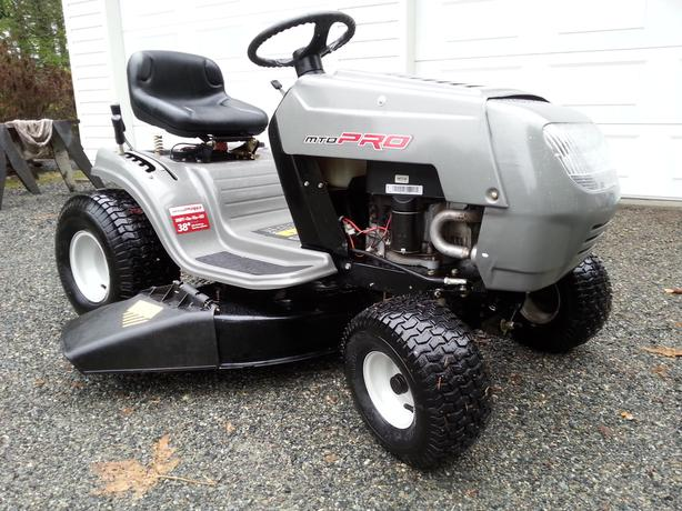 MTD PRO Lawn Tractor