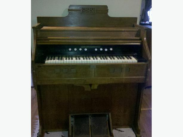 Antique Pump Organ Harmonium