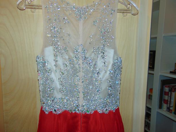 Beautifully Stunning Grad Dress! MUST GO TODAY