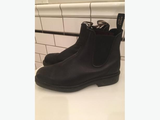 Blundstones - Unisex, chisel toe, Size 8 M / 10 W