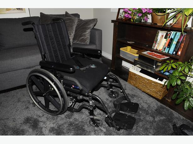 Quickie Breezy 600 Ultra Wheelchair - 16 x 16