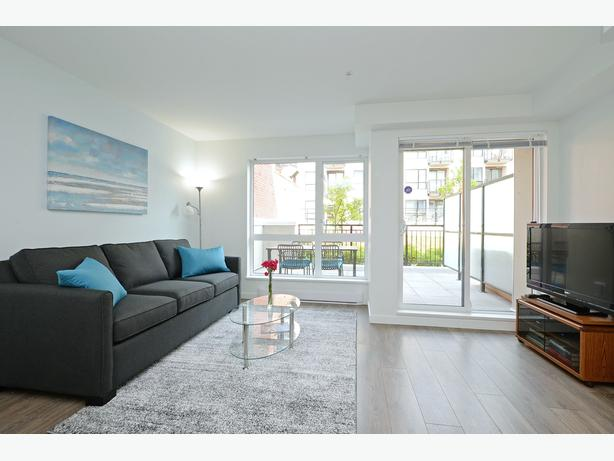 GORGEOUS OLD TOWN VICTORIA CONDO WITH PATIO & PARKING! Last wk Aug available!