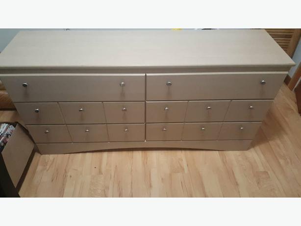 dresser with mirro