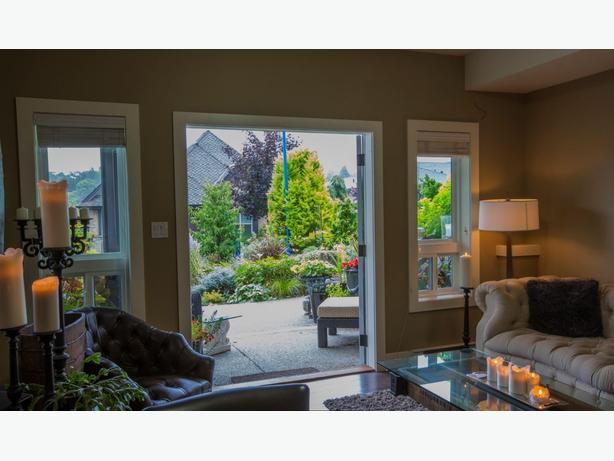 Modern, elegant 2 bedroom garden floor suite beside waterway