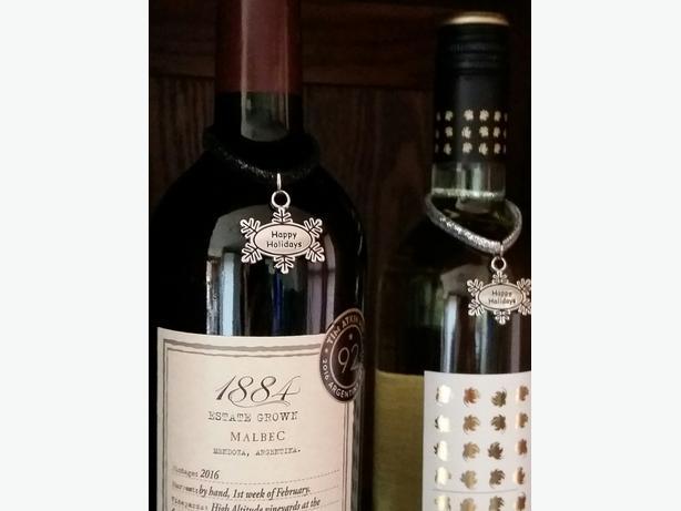 """""""Happy Holidays"""" Wine Bottle Charm or Napkin Ring"""