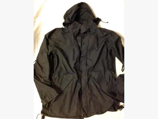 Medium Men's MEC Rain-jacket