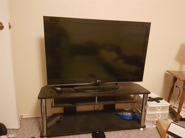 50 inch LG Smart TV Flat Screen And TV Table