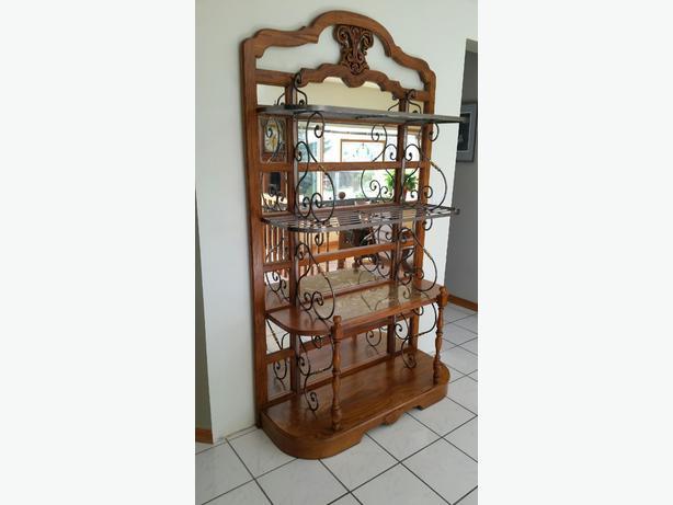 Wonderful Baker's Rack