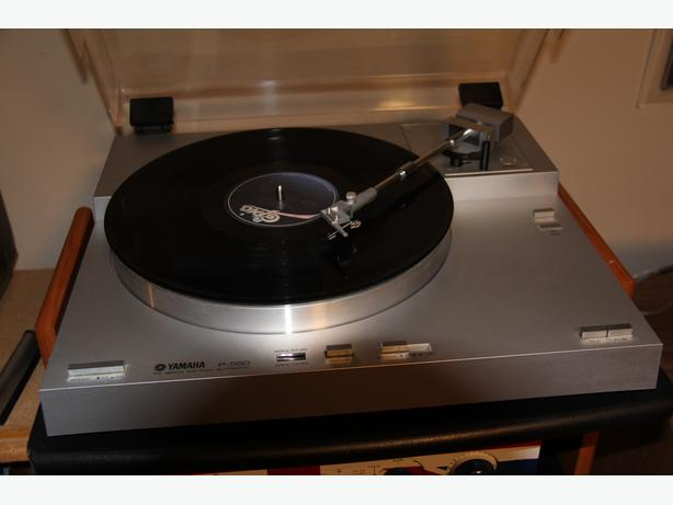 Yamaha P-550 Turntable FG Servo Direct Drive Full Automatic